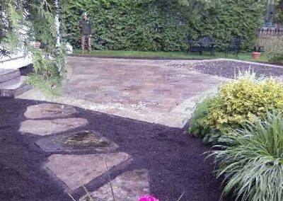 Patio with flagstone steppingstones